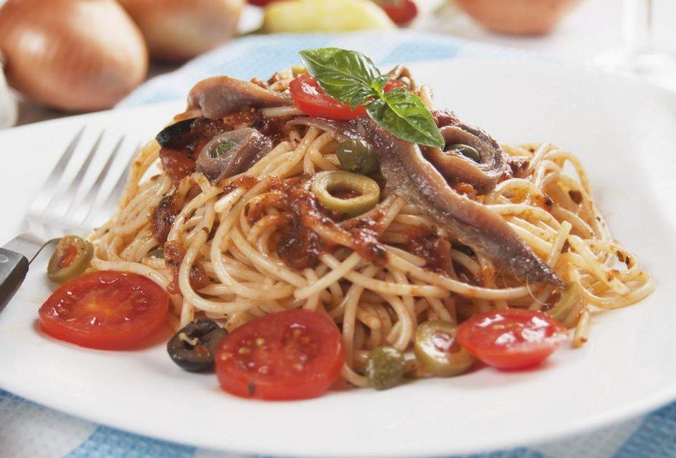 pasta con anchoas alla puttanesca